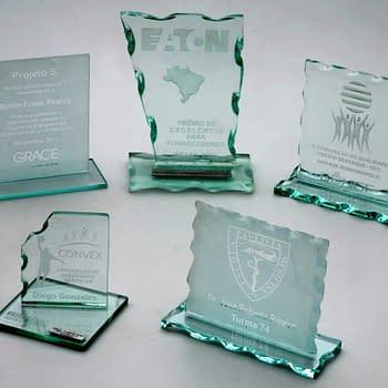 Troféu de vidro personalizado